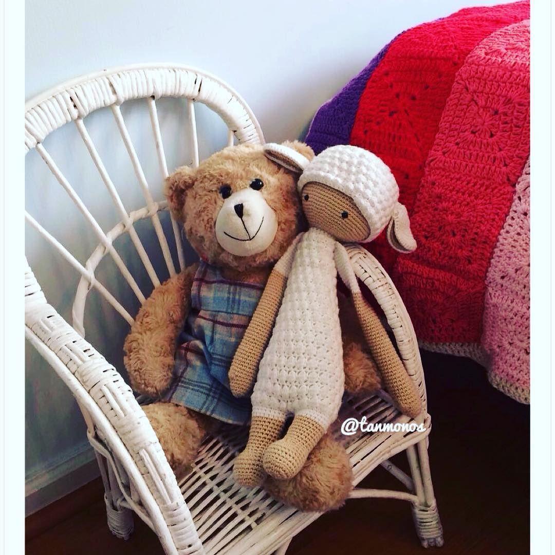 Me encanta ver cómo luce mi trabajo en sus casas!!  #amigurumi#amigurumidoll#crochet#ganchillo#crochetdoll#amigurumitoy#amigurumichile#hechoamano#hechopormi#hechoenchile#tanmonos#chile#crochetadict#lupothelamb#lalylala#mimuñecadeganchillo#muñeca#corderito#corderitoacrochet#amigurumichile by tanmonos