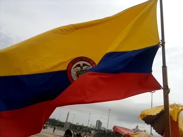 Ondeando La Bandera Colombiana En La Costanera De Asuncion Colombian Paraguay Umbrella