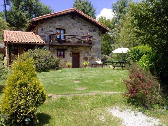 Alquiler de cabaña rural El Haza en Riotuerto, La Cavada, Cantabria ...