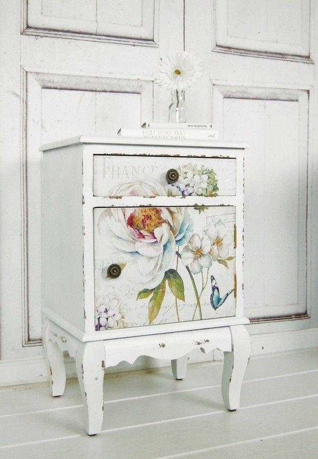 Vintage Nachttisch Mit Blumen Im Shabby Look Landhausstil