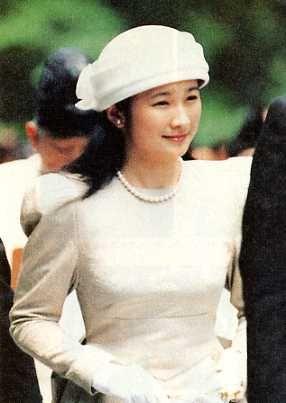 1990 7 6 ローブモンタント姿で伊勢神宮御参拝の紀子妃殿下別