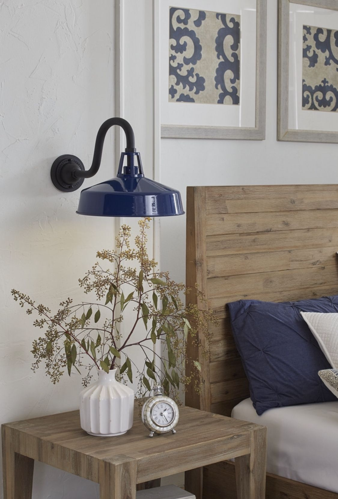 Modern Farmhouse Style Complimented By Navy Blue Wall Lanterns For Indoor Ou Modern Farmhouse Style Bedroom Modern Farmhouse Style Farmhouse Style Decorating #navy #blue #farmhouse #living #room