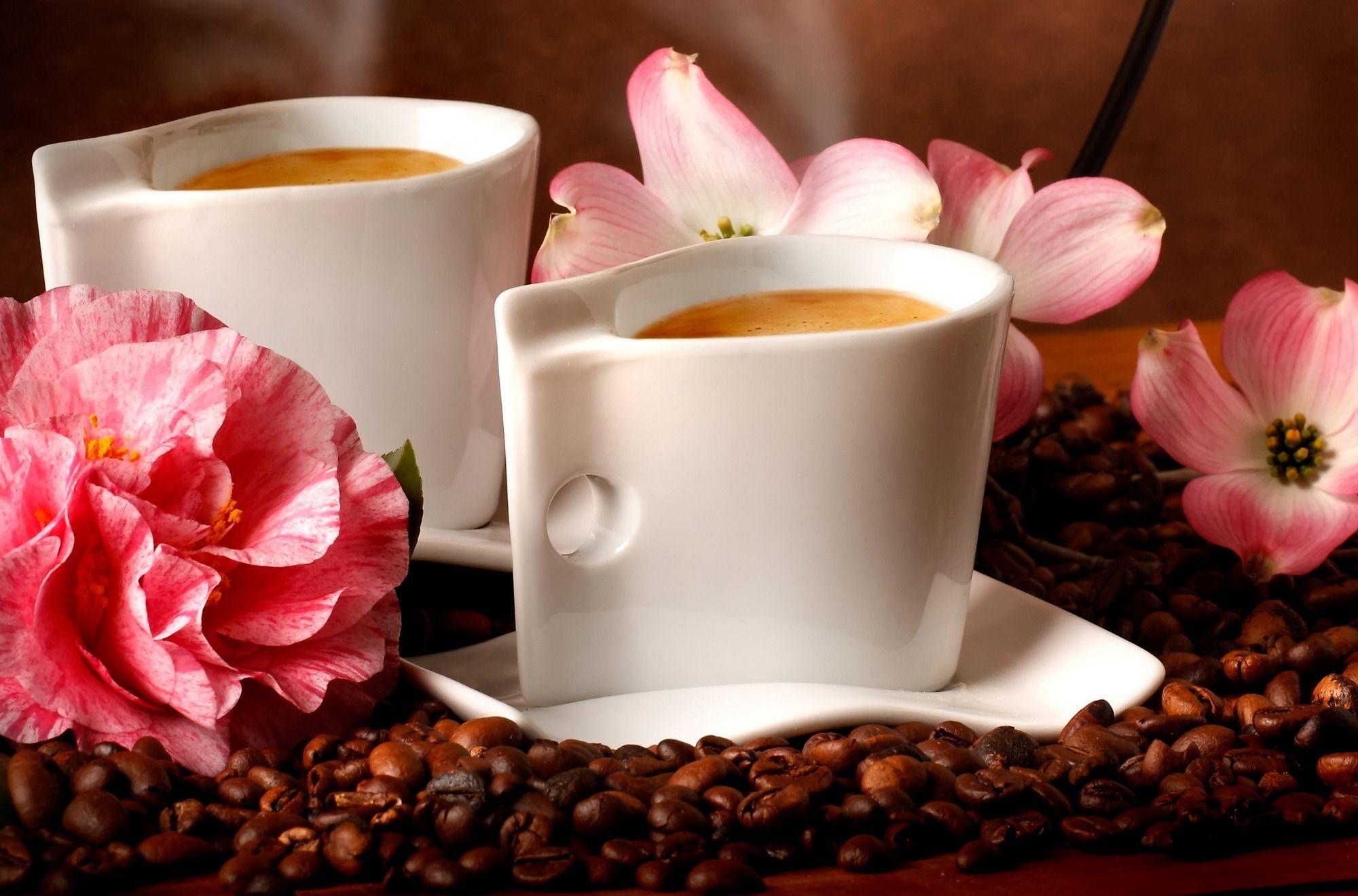 Открытка с цветами и кофе