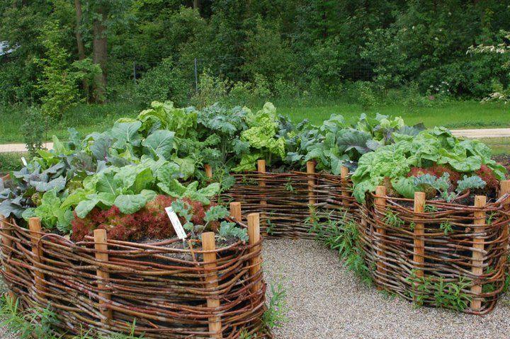 well made wattle garden bed hochbeet aus weidenruten garden design mosaic garden garden crafts