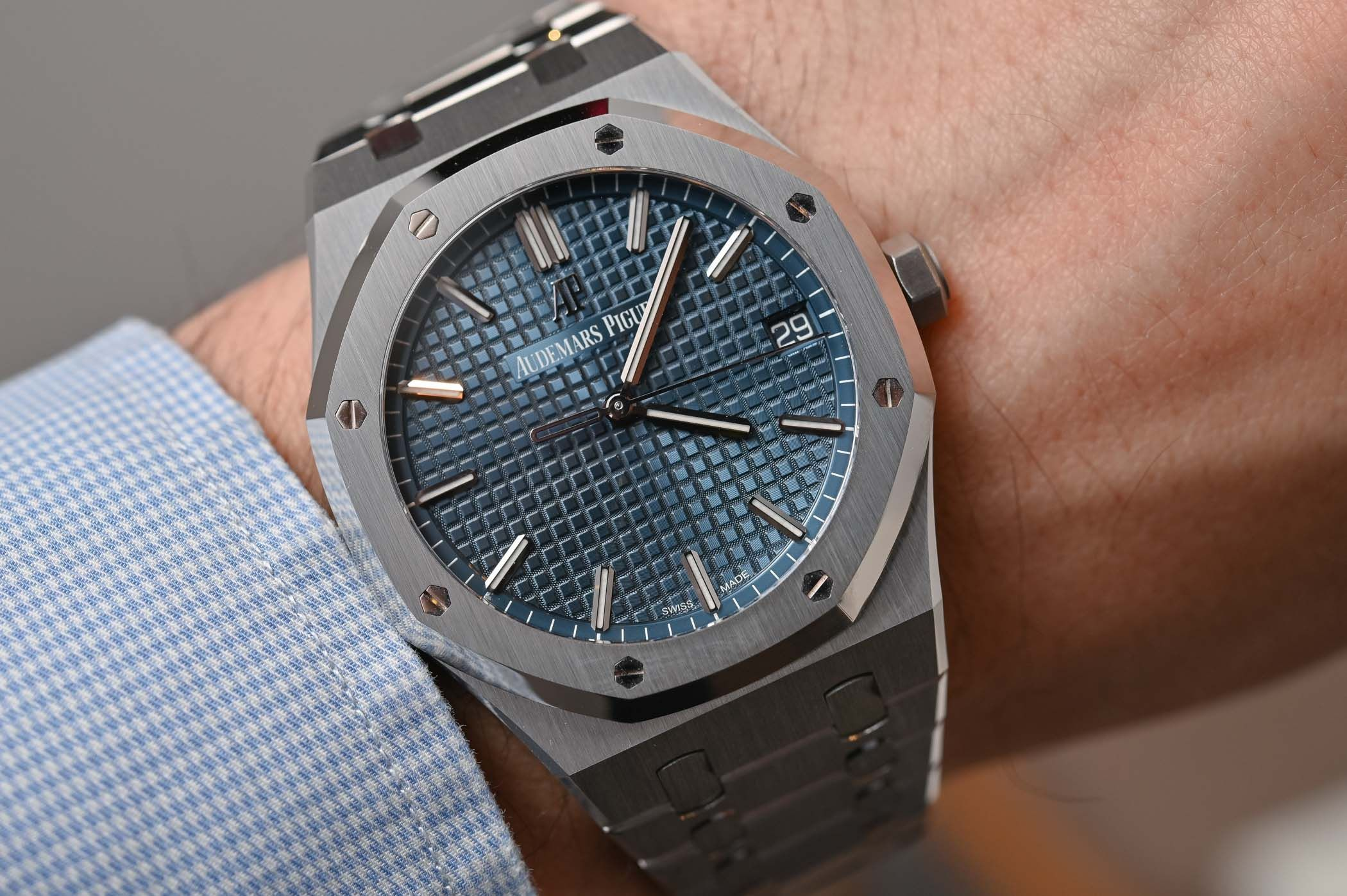 Hands-On Review - Audemars Piguet Royal Oak Selfwinding 41mm 15500ST (Specs  & Price) | Audemars piguet royal oak, Audemars piguet, Luxury watches for  men