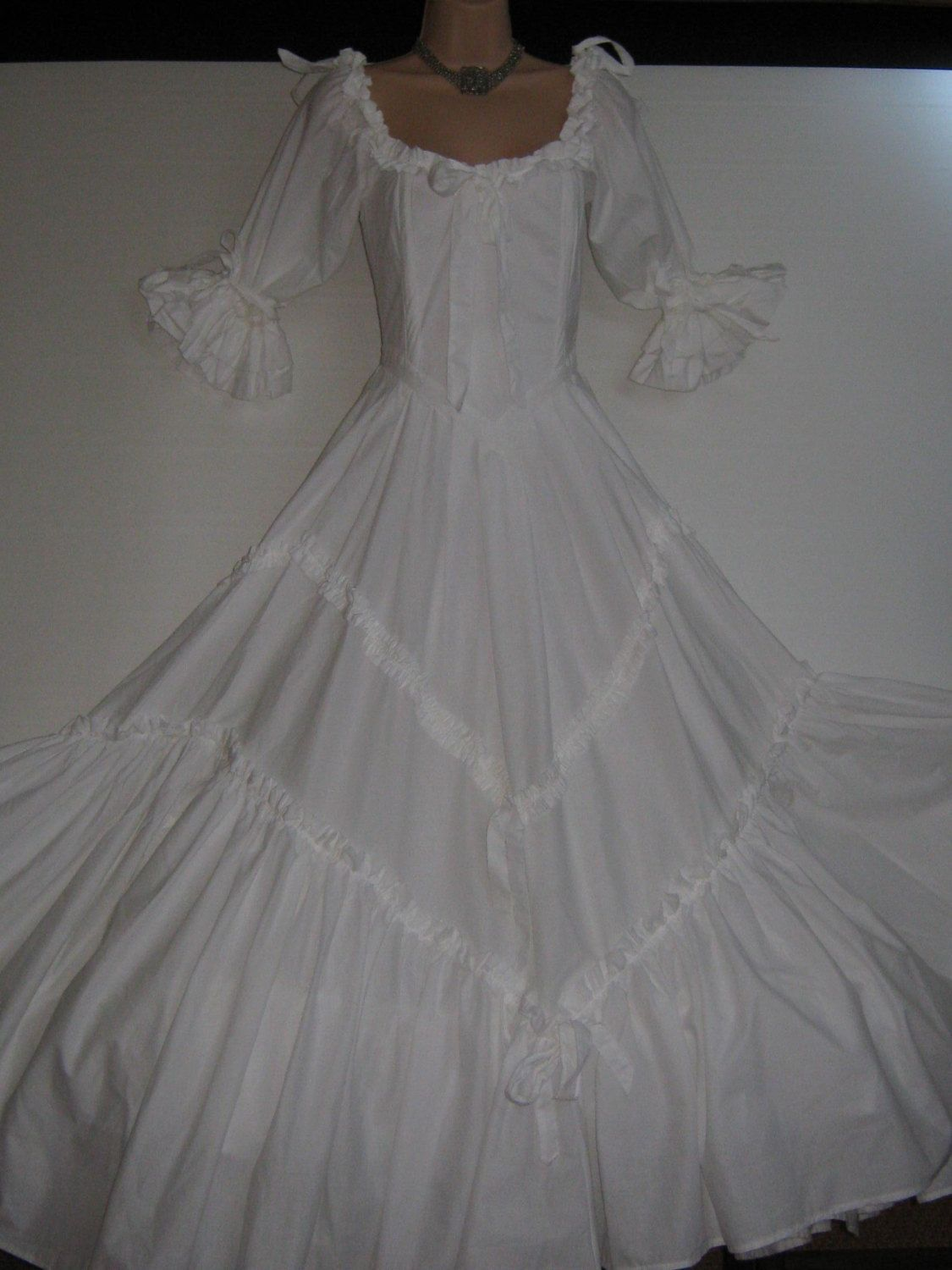laura ashley wedding dresses LAURA ASHLEY Vintage Scarlett O Hara Southern Belle Wedding Dress Matching One Hoop Petticoat UK 8