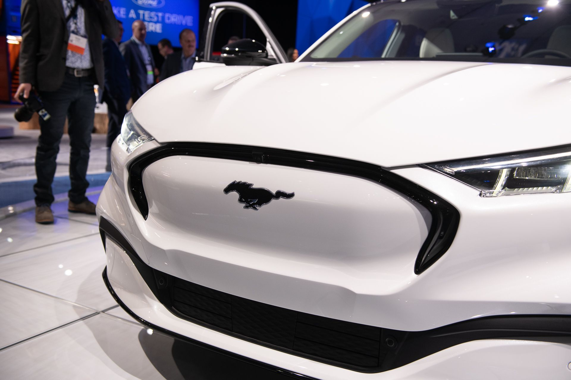Coming For 2021 Small Crossovers And Evs Star At La Auto Show A Mid Engine American Supercar And An Electric Flourish Fr Super Cars Lincoln Suv Subaru Outback