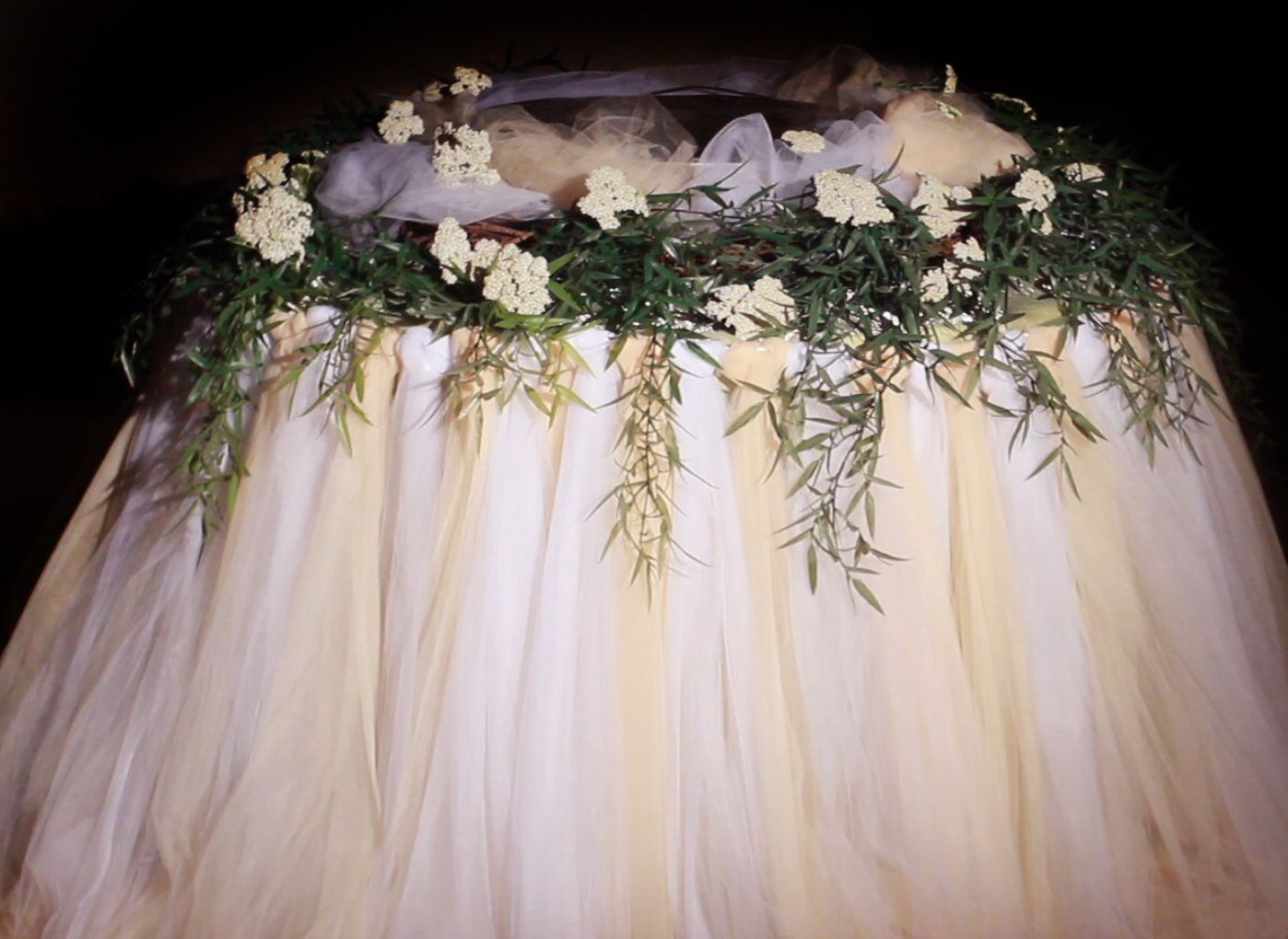 How To Create A Tulle Table Skirt D Wedding Cake This Website Has Step By Training Video No Sewing Required