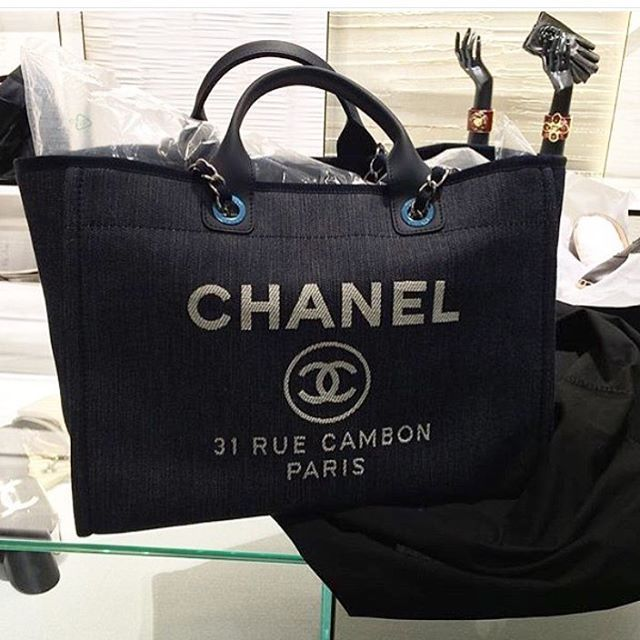 2fa223549b44 Chanel-Deauville-Tote-Bag-For-Cruise-2016-Collection-7