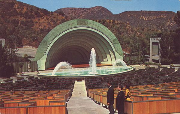 The hollywood bowl s famous 100 000 gallon reflecting pool for Terrace 2 hollywood bowl