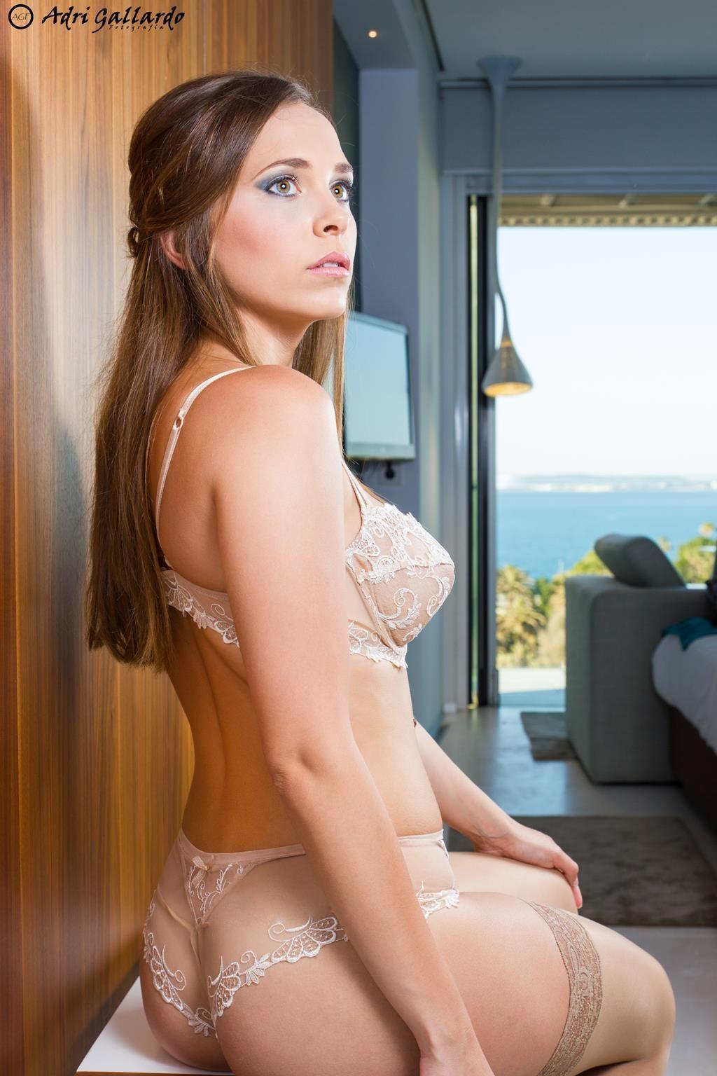 Fotografia : Adri Gallardo ................ Modelos : Julia Rodriguez....... Maquillaje : Alba Ruiz Make Up .........Lenceria : Lise Charmel ........... Lugar :Parador Hotel Atlantico .......... www.azaharlenceri...