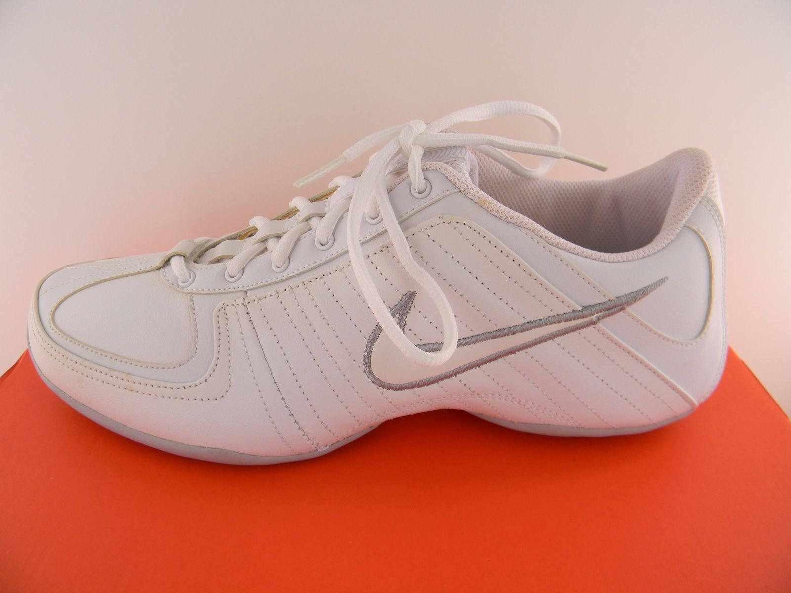 Nike Musique White Leather Womens Athletic Shoes 315757-111 - NWD* Medium Width
