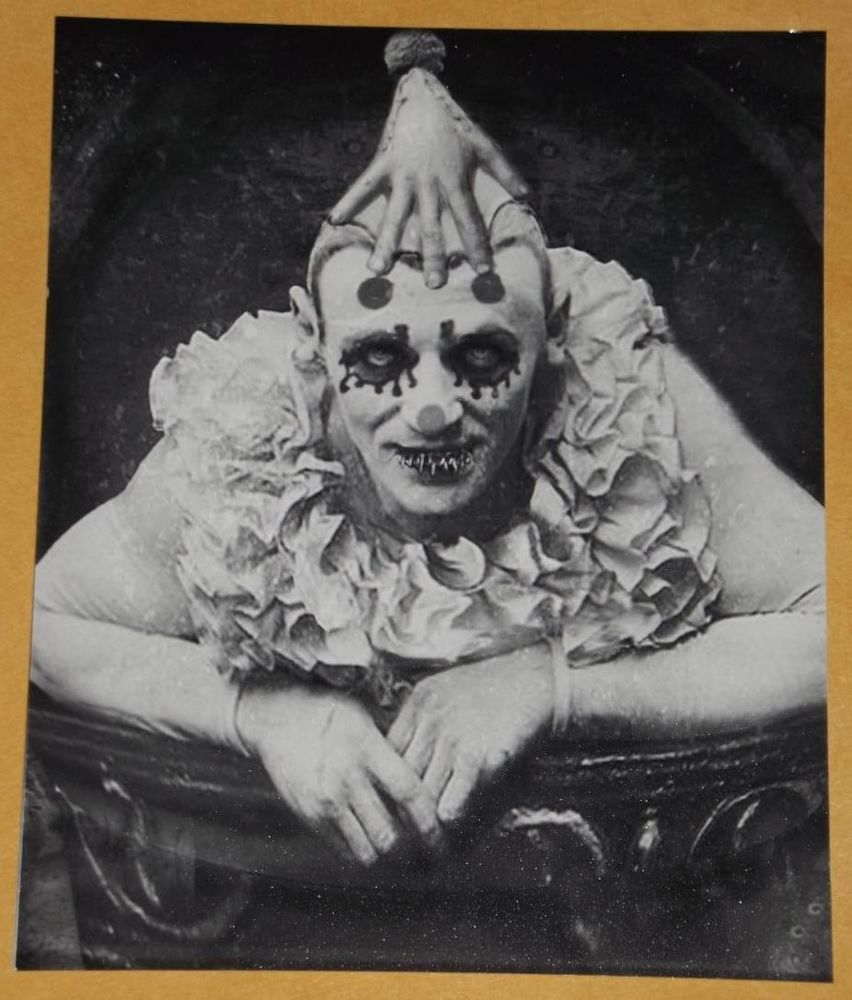 ODD BIZARRE STRANGE WEIRD CREEPY CRAZY FREAKY Really Scary Clown VINTAGE PIC