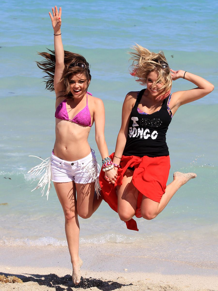 Ashley Benson And Lucy Hale Beach Shoot For Bongo Bikinis Makes Us Bonkers Click For More Pinterest Pict Pretty Little Liars Little Liars Pretty Little Lairs