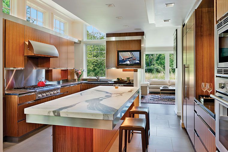 Don\u0027t neceserally love the style of this kitchen but a great layout