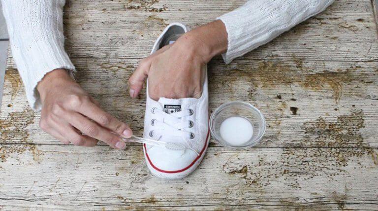 Buty Co Zrobic Zeby Wygladaly Jak Nowe Krok Do Zdrowia Wedding Sneaker Wedding Shoe Vans Authentic