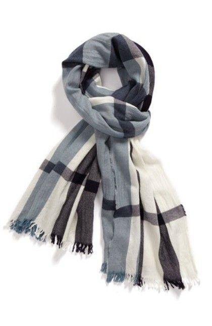 ae2ede81c21f Come si indossa una sciarpa maschile (Foto 3 41)   QNM Sciarpa Burberry