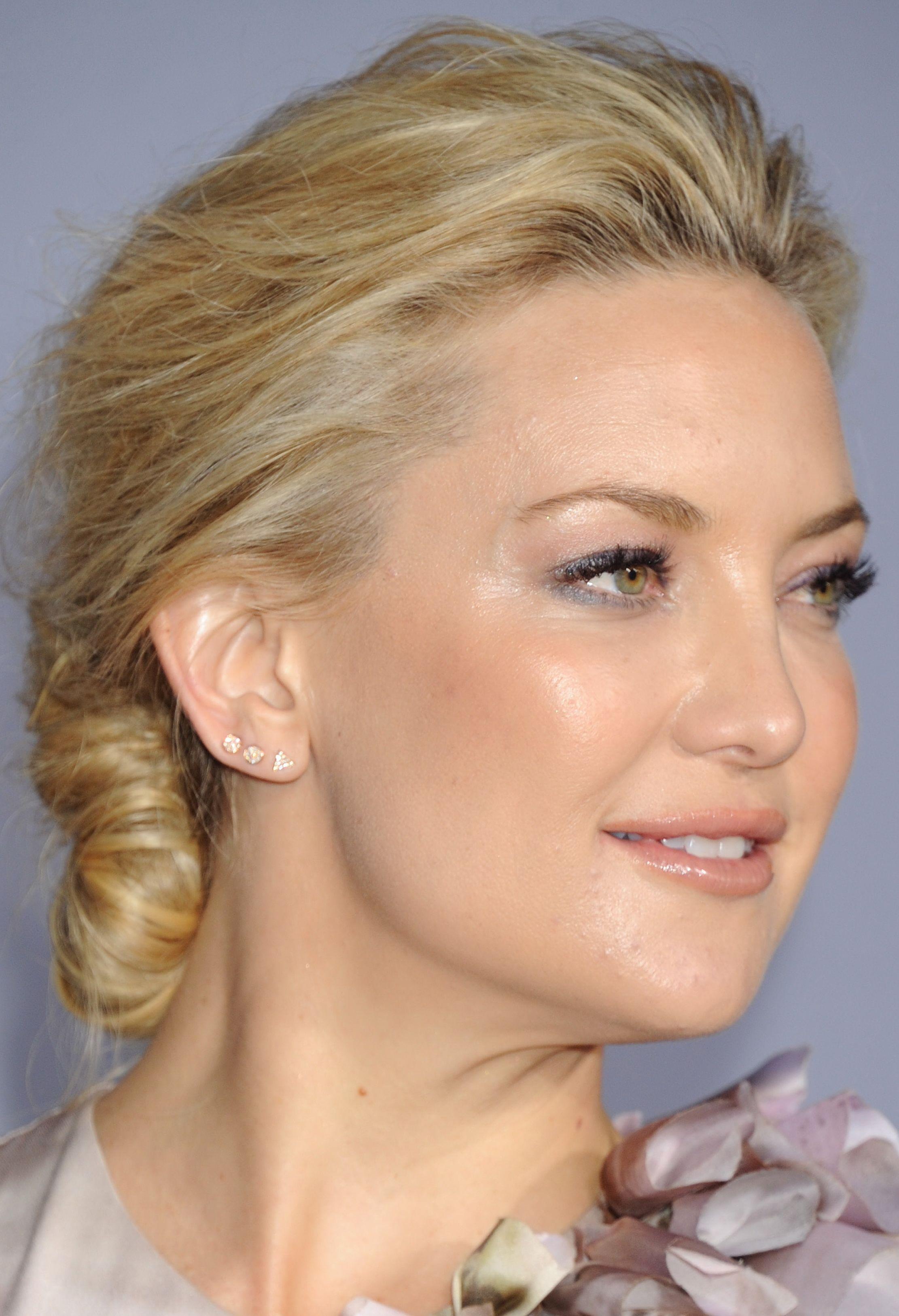 pics Kate Hudsons Beautiful Bun Hairstyles 2012