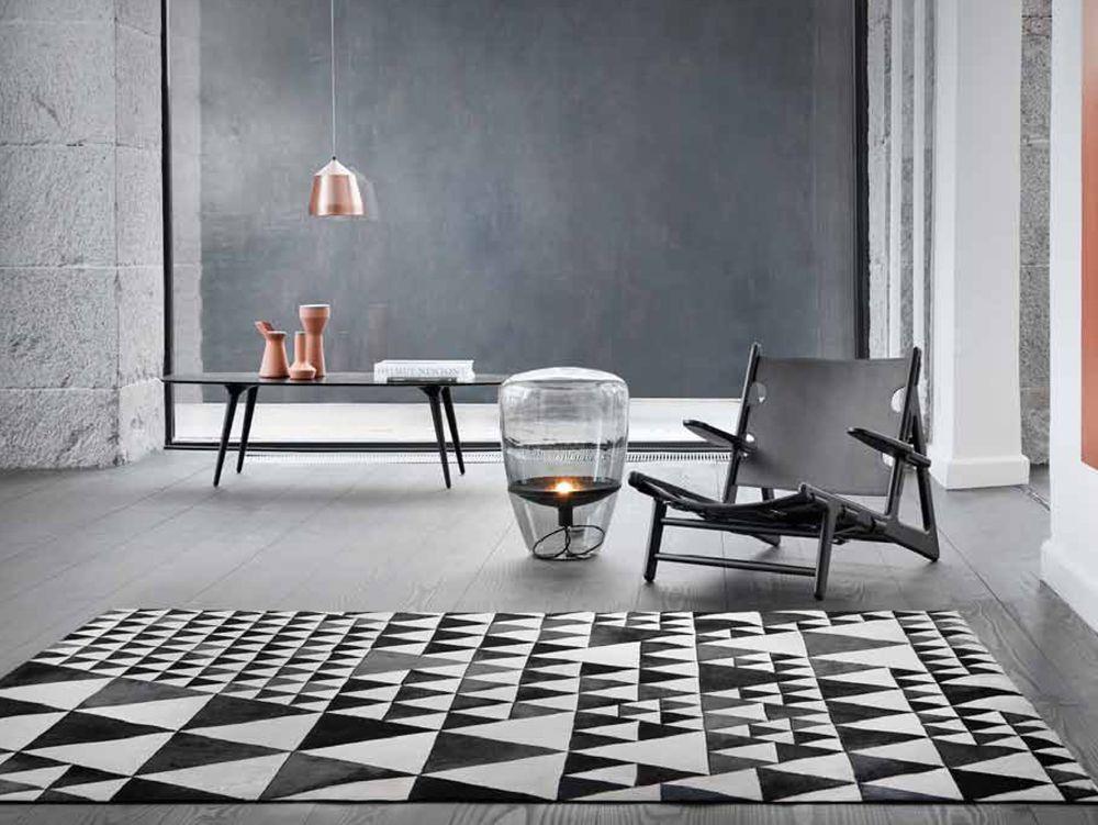 Kunstwerk aus Leder Teppich Pyramid von Linie Design #kontrast - teppich für küche