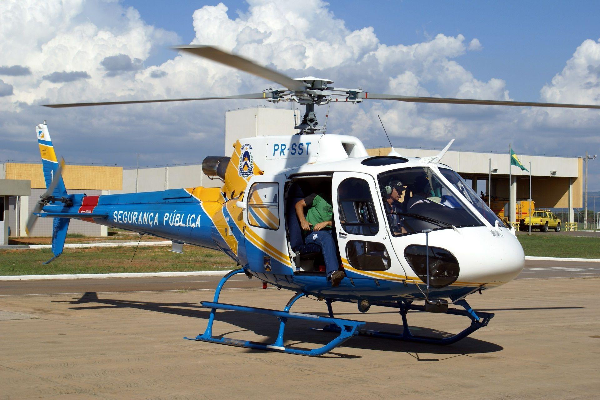 Polícia Militar, Corpo de Bombeiros Militar e Polícia Civil de Tocantins - Centro Integrado de Operações Aéreas – CIOPAER (Brasil). http://www.folhadobico.com.br/12/2010/tocantins-helicoptero-reforcara-segurancano-estado.php