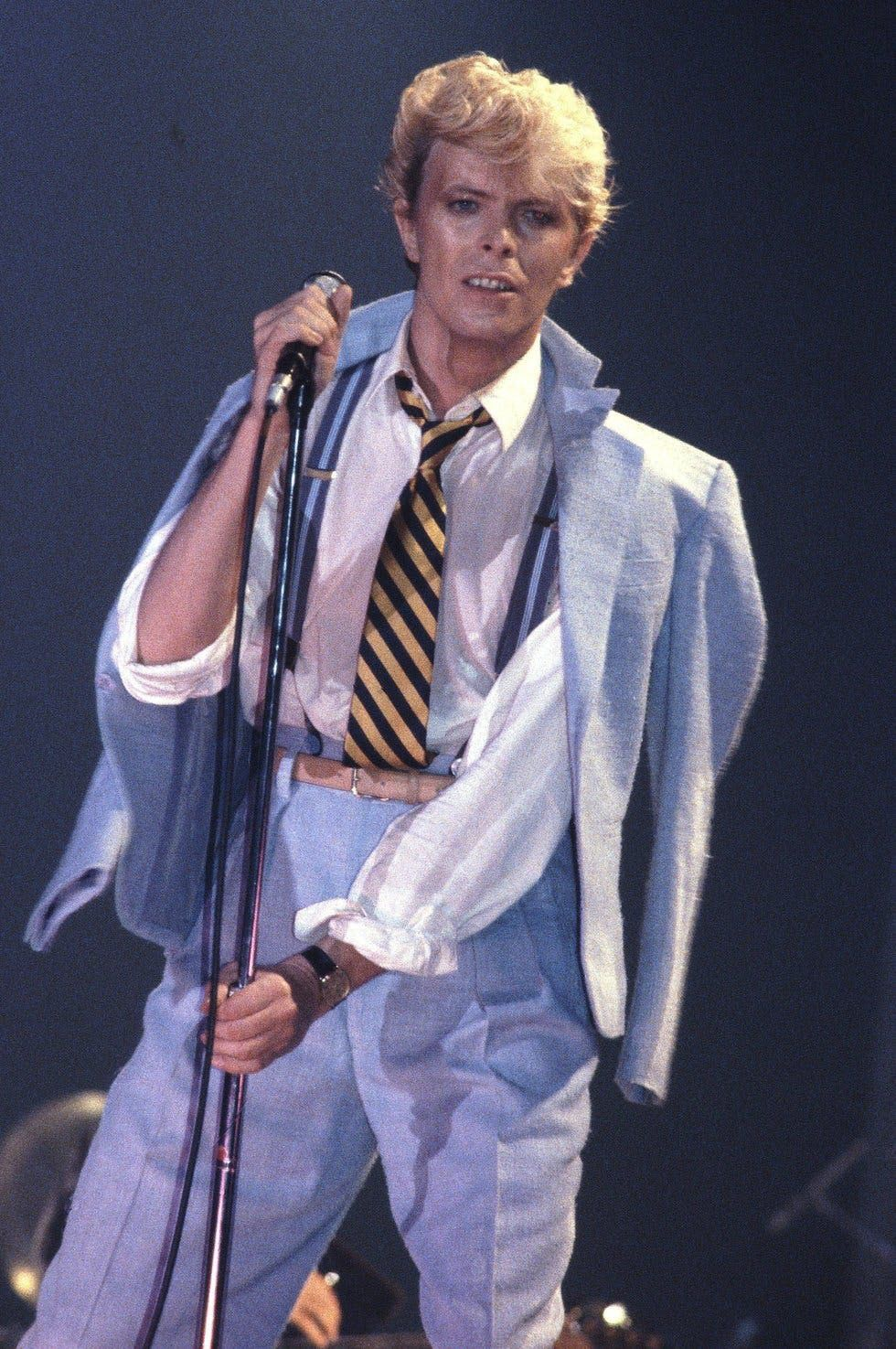 David Bowie 25 Of His Most Iconic Fashion Moments David Bowie Fashion David Bowie Starman David Bowie