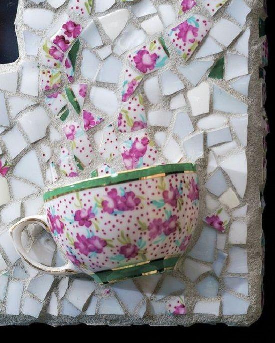 31 idei pentru a realiza mozaicuri din ceramica sparta Aceste idei sunt perfecte pentru cei care iubesc arta si nu numai. Vedem 31 de idei pentru a realiza mozaicuri superbe din ceramica sparta aici: http://ideipentrucasa.ro/31-idei-pentru-a-realiza-mozaicuri-din-ceramica-sparta/