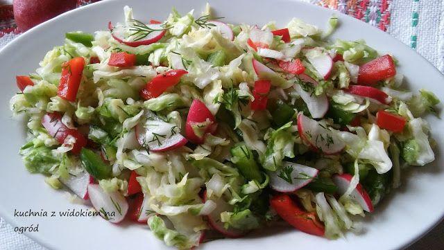 Kuchnia z widokiem na ogród: Wiosenna surówka z młodej kapusty. Kolorowa i zdrowa.