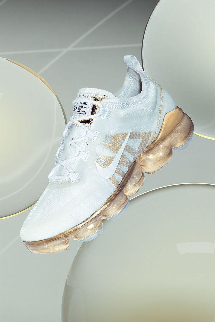 Women S Nike Air Vapormax 2019 White Metallic Gold Https Nyfwstreetstyle45 Ga Nike Schuhe Sneakers Schuhe Stylische Schuhe