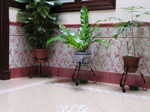 Z calo de azulejos pintados a mano patio interior http for Azulejos patio