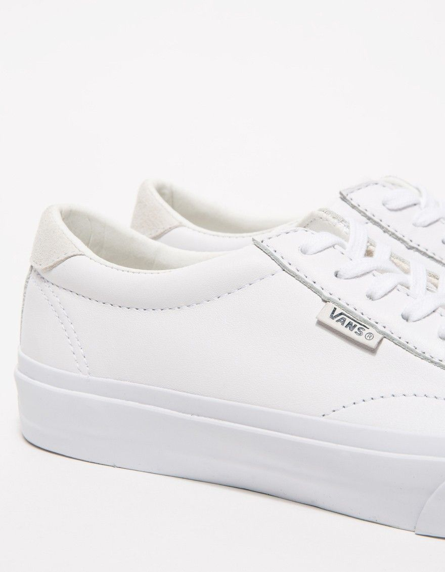 Vans / Court Leather in True White