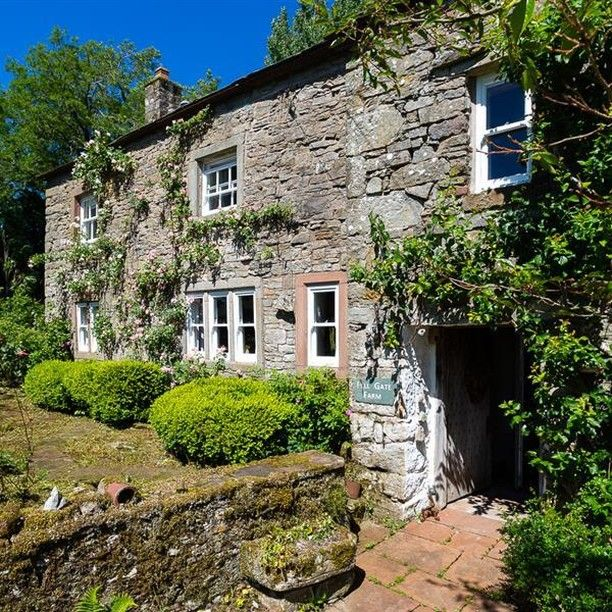 We love our old Lakeland Farmhouses especially this one