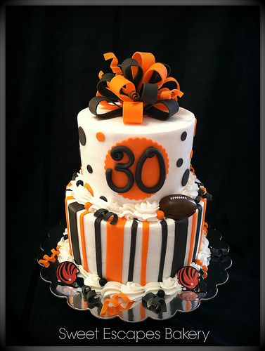 Bengals Cincinnati Cake and Football team