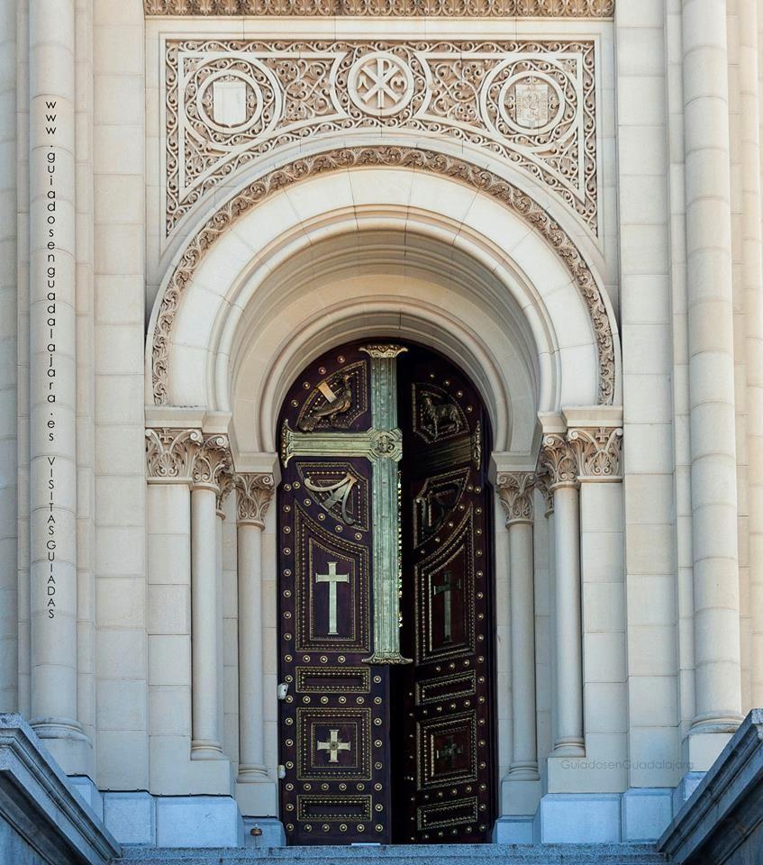 puerta de entrada al pante n de la duquesa de sevillano