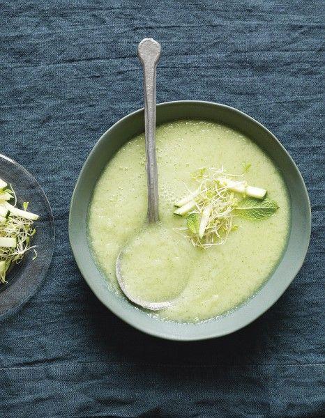 Soupe froide de concombre, pommes et wasabi de Trish Deseine pour 4 personnes - Recettes Elle à Table - Elle à Table