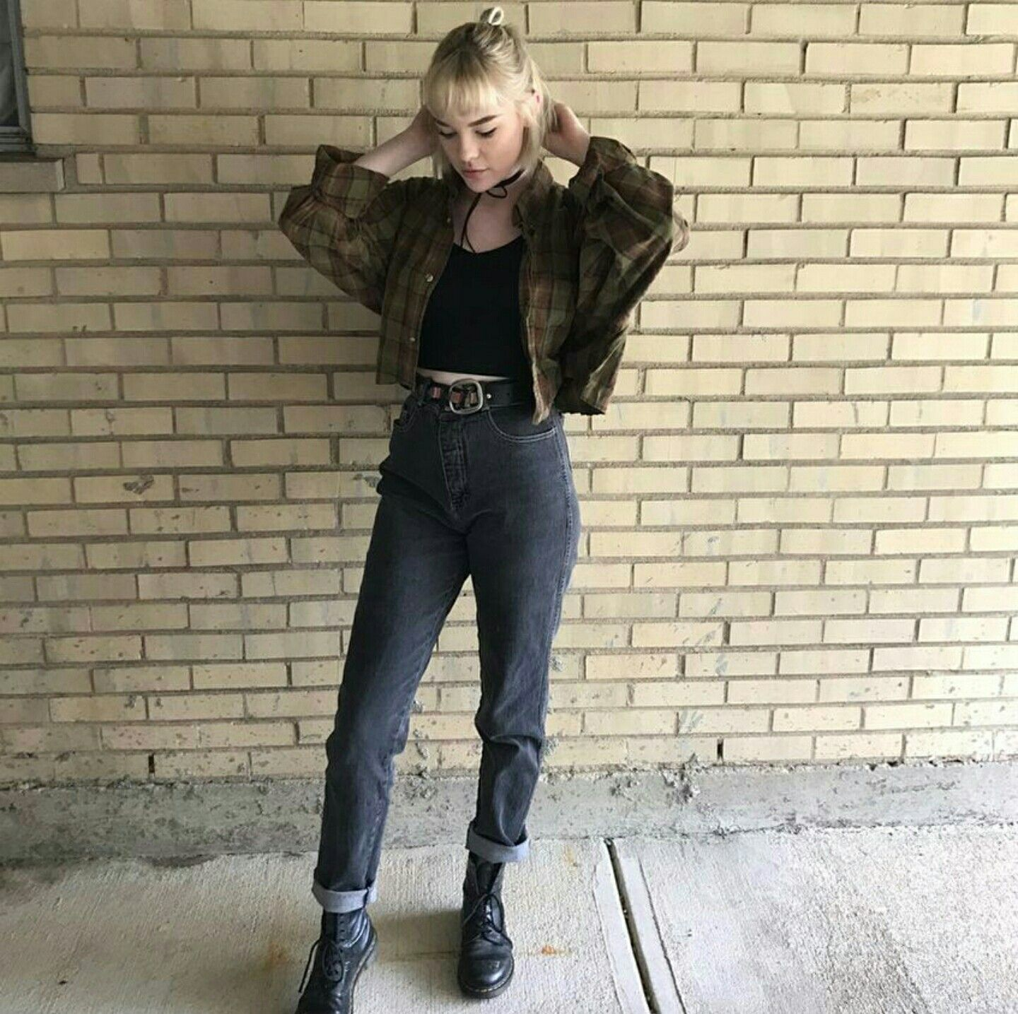 Grunge flannel outfits  black boots  black mom jeans  black tank  cropped flannel