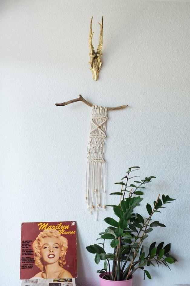 Wanddeko boho hippie makramee wandbehang auf treibholz ein designerst ck von hejmargit bei - Treibholz wanddeko ...