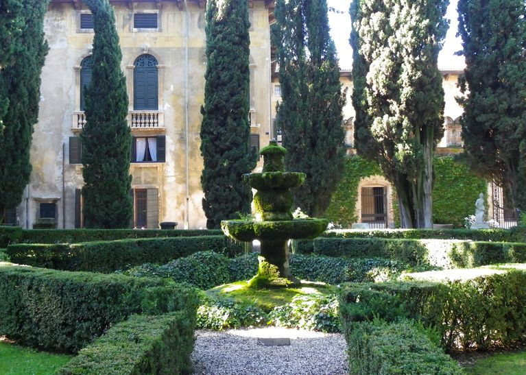 The Classical Garden A La Francaise Has Evolved From The French Renaissance Garden