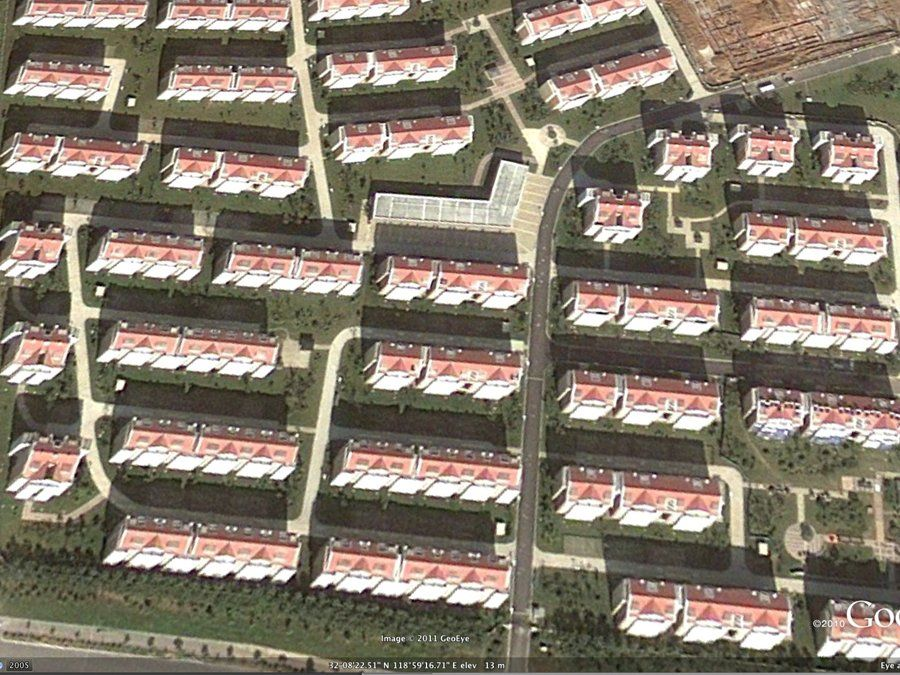 Chinese ghost cities how and why they exist ghost towns china jiangsu province china ghost city no cars no people no signs of publicscrutiny
