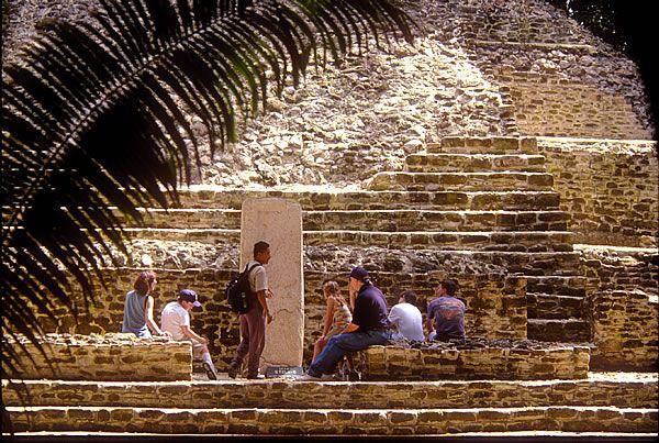 lamanai stelae