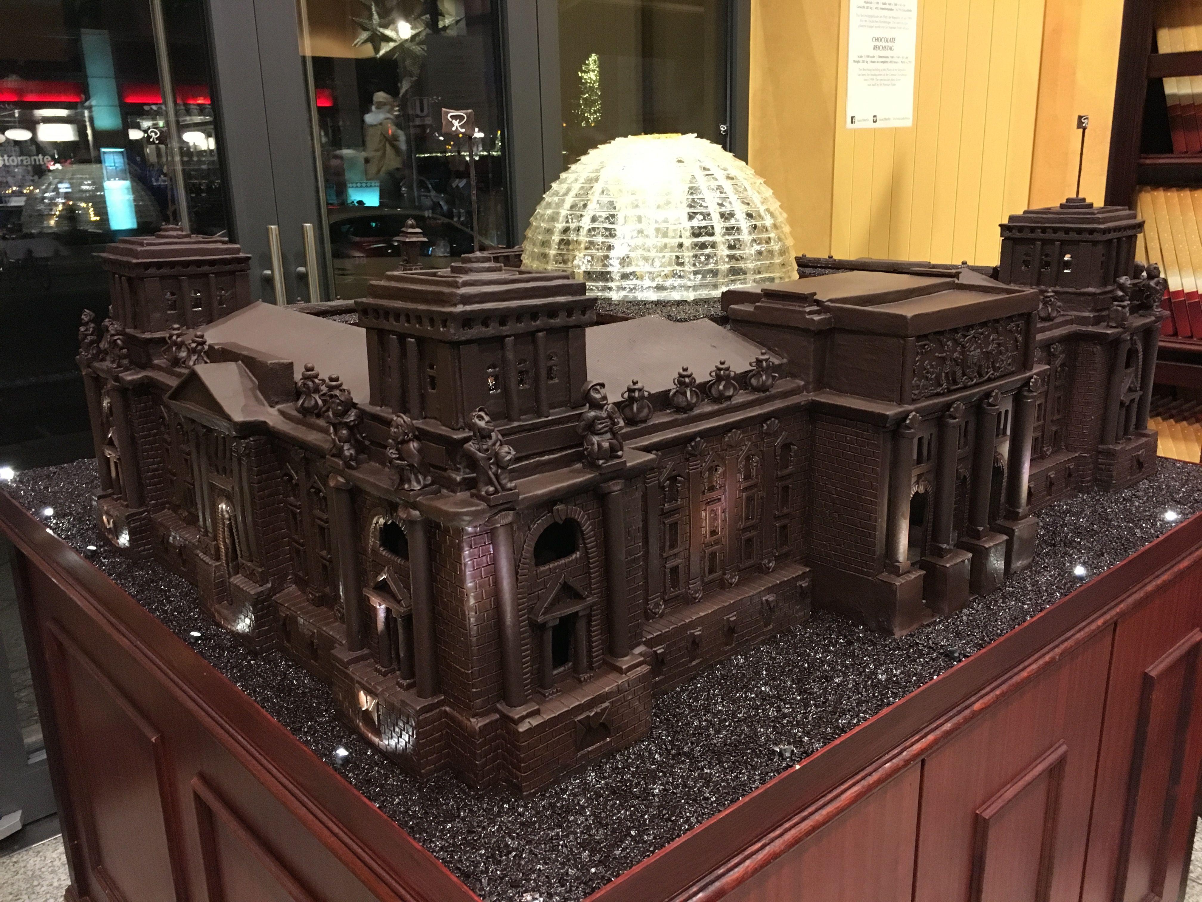 Es Ist Geschafft In Nur 2 Wochen Haben Unsere Chocolatiers Das Reichstagsgebaude Des Deutschen Bundestags Im Rausch Schokolad Reichstagsgebaude Berlin Gebaude