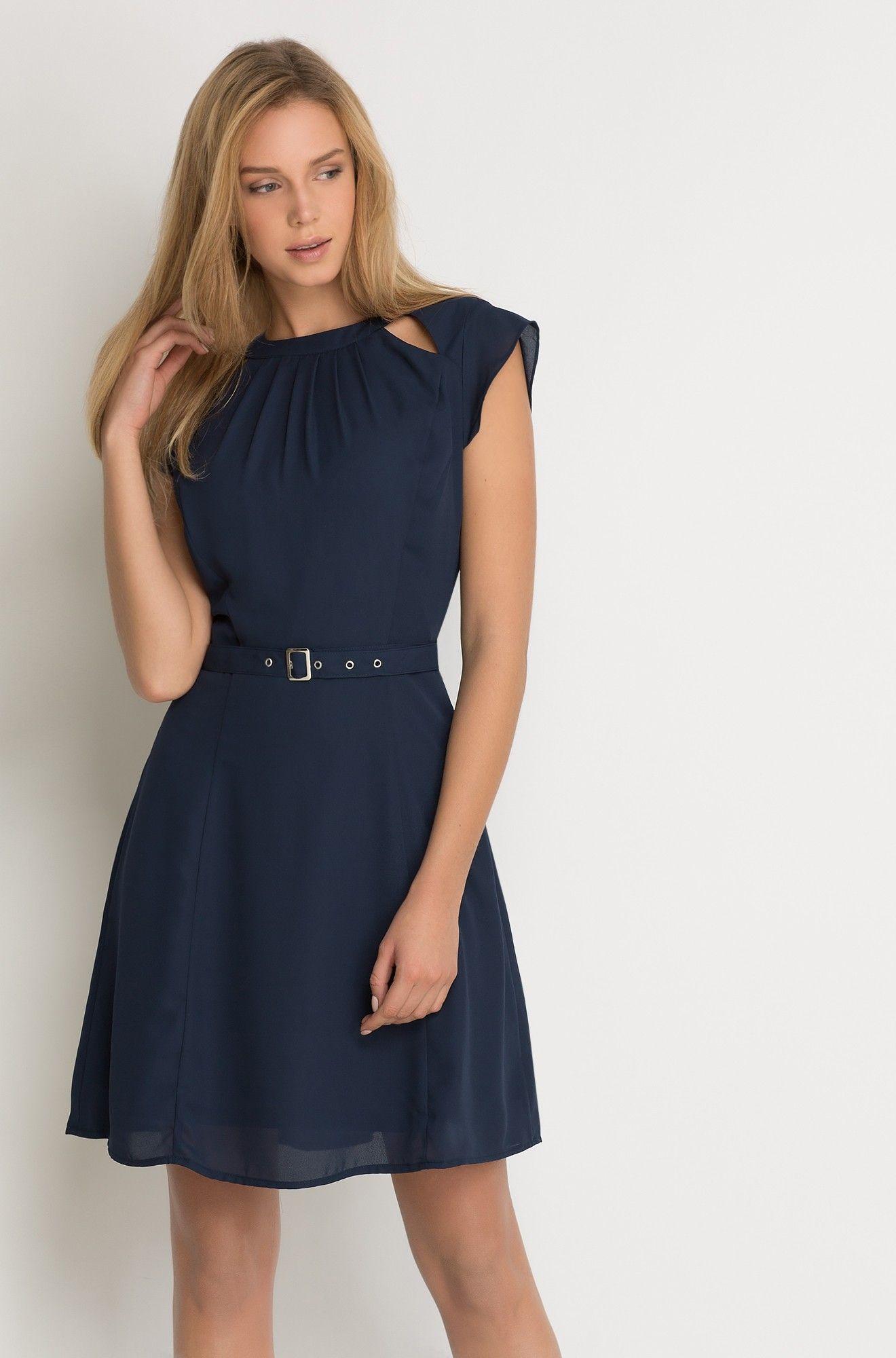Kleid mit Gürtel  Schöne kleider, Kleider, Kleid mit gürtel