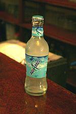 Bebia isotónica para deportistas. Pertenece a la compañia Coca Cola. Se comercializó por primera vez en 1983