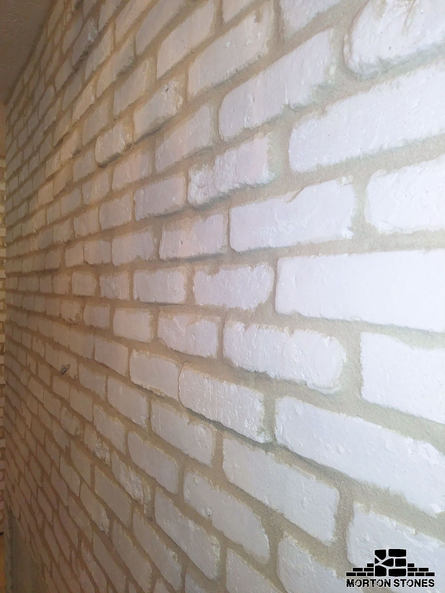 The White Brick Wall Looks Great And It S A Timeless Accent Feature Mortonstones Brick Tiles Rustic Thinbrick Brick Veneer White Brick Walls Brick Face