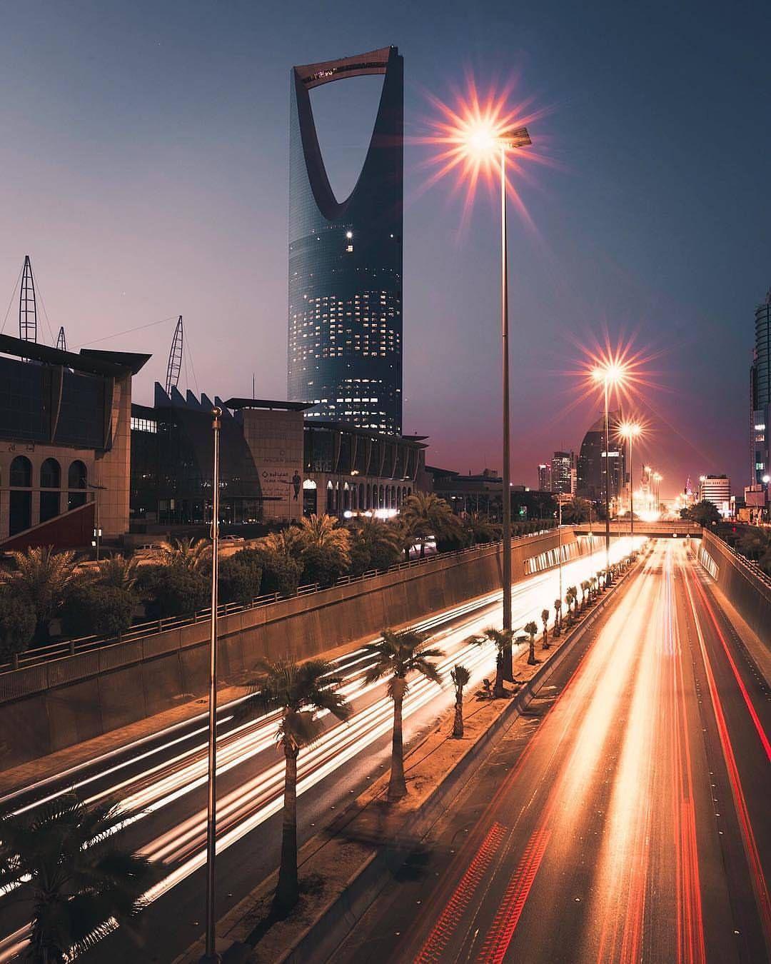 ㅤ وفاتنة أنت مثل الرياض ترق ملامحها في المطر وقاسية أنت مثل الرياض تعذب عشاقها بالضجر ونائية أنت مثل الرياض يطول إليها Istanbul Travel Travel City Wallpaper