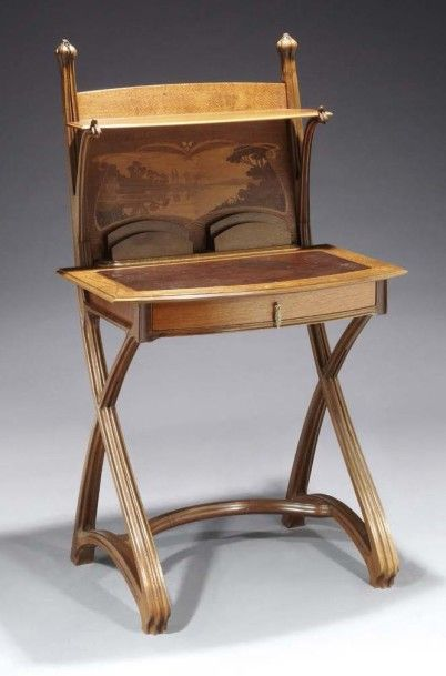 Louis MAJORELLE (1859 - 1926) Bureau Art Nouveau en bois et placage ...
