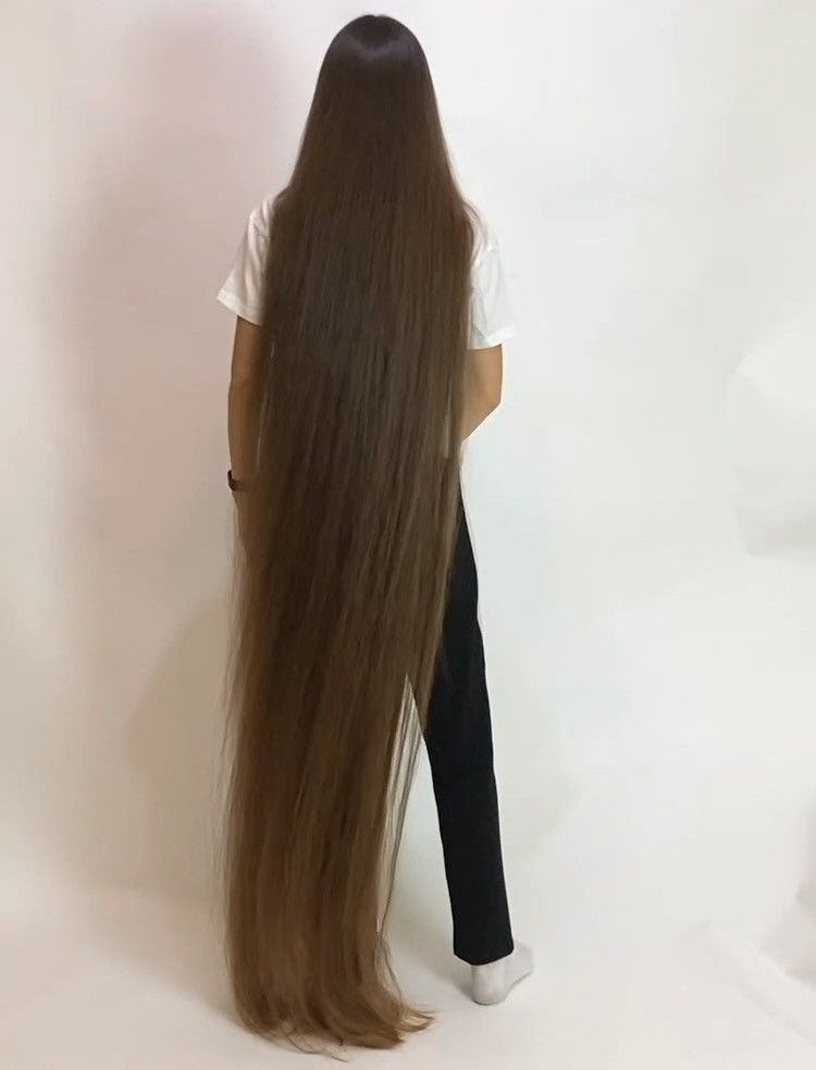 Video The Definition Of Perfect Long Hair In 2020 Long Hair Styles Long Hair Girl Super Long Hair