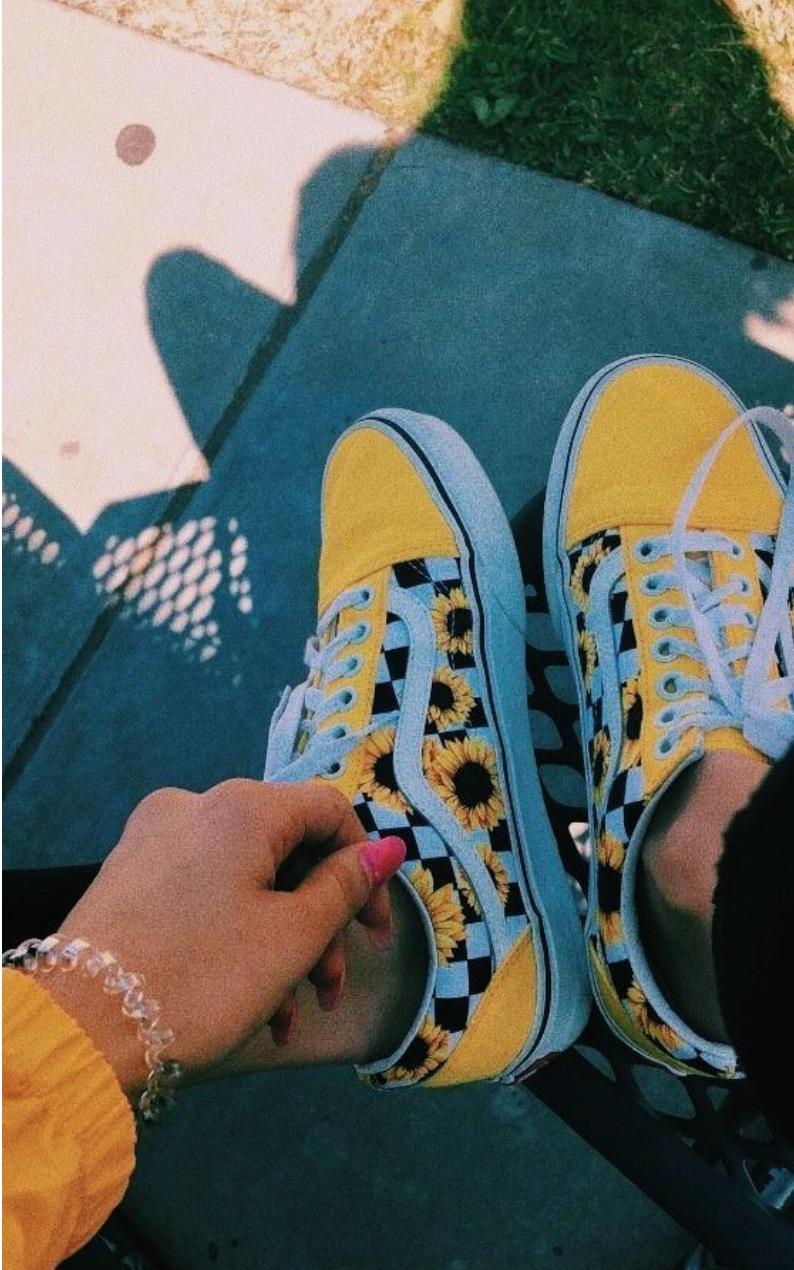 𝕍𝕒𝕟𝕤 𝕠𝕝𝕕 𝕤𝕔𝕙𝕠𝕠𝕝 𝕤𝕙𝕠𝕖𝕤 | Yellow vans