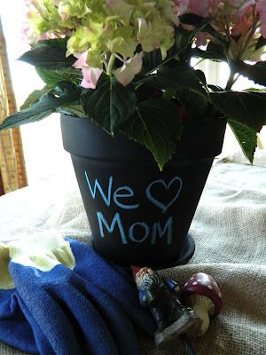 Easy flower pot - love it! Credit to JenniCanKnit.blogspot.com