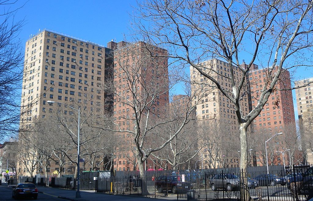 Drew Hamilton Houses A Large Low Income Housing Project In Central Harlem Nyc Harlem Affordable Housing Real Estate Prices