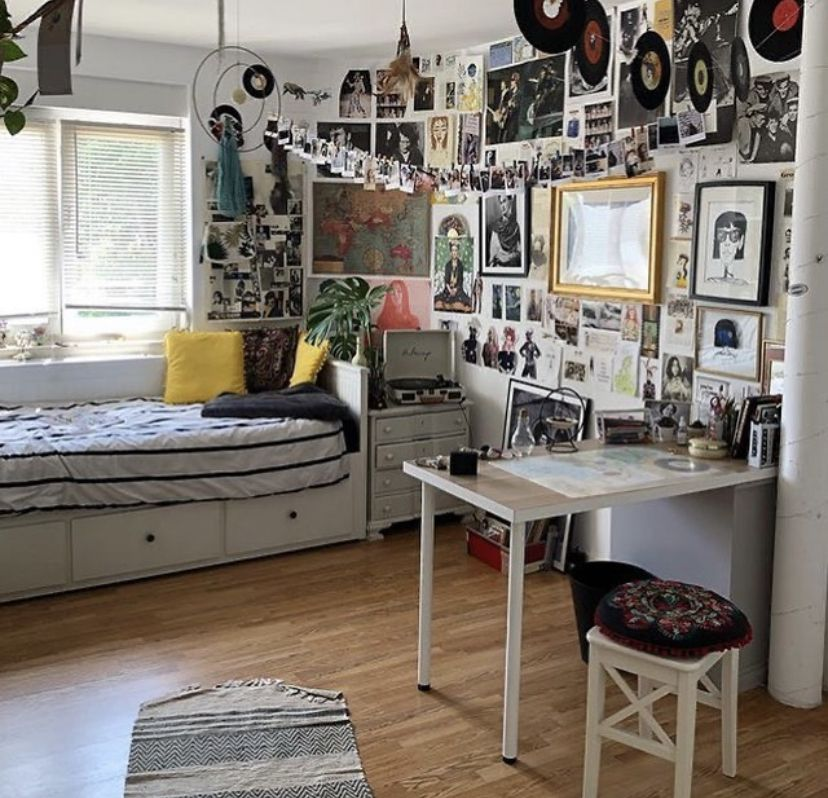 I Like The Table In 2020 Room Inspiration Bedroom Chill Room Retro Bedrooms